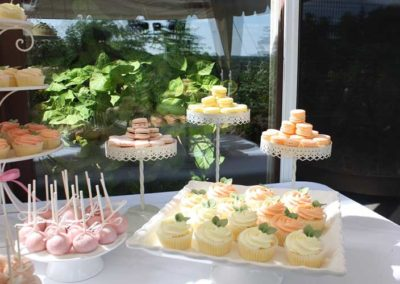 cup-cake-dessert-table-wedding