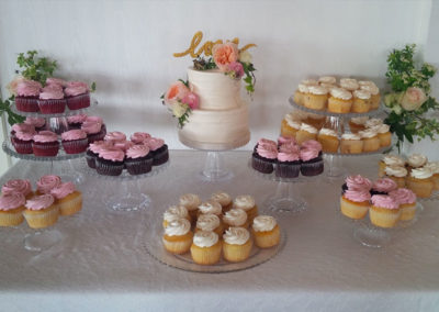 cute-cupcake-wedding-dessert-table