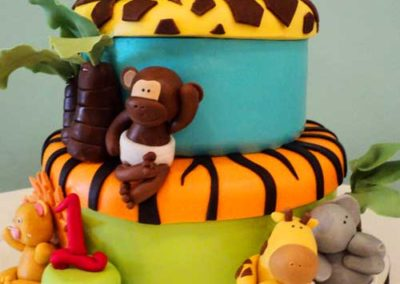 cute-jungle-animals-cake